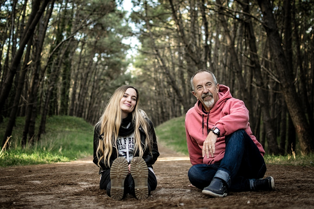 Mario y Luz Juliano. Él juez, su hija, activista cannábica. Foto Sebastián Hacher. Gentileza de Cosecha Roja.